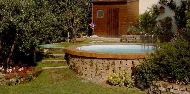 Realizzazione piscina - Vasca interrata sfruttando il dislivello della collina